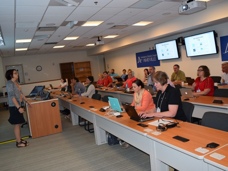 Martha Burtis, University of Mary Washington Director of Digital Knowledge Center, leads a technologist breakout session on digital liberal arts tools on Friday, June 10 in Rhoades Robinson Hall.